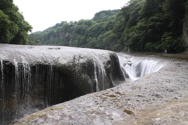 吹割(ふきわれ)の滝